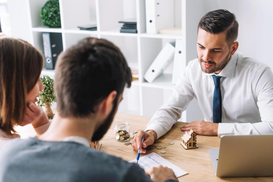 Antes de financiar imóvel pelo Santander converse com um gerente sobre condições e vantagens