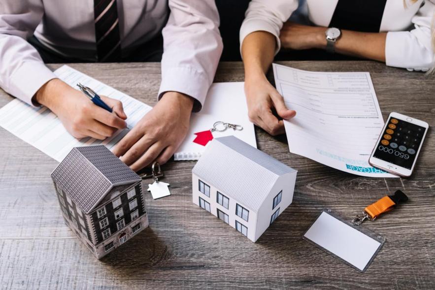 Financiar um imóvel pela caixa pede que você conheça as condições do banco e entenda se você pode ser encaixa nelas.